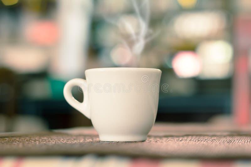 Caffè espresso bianco del caffè della tazza La tazza di caffè, uso ha filtrato le immagini immagine stock libera da diritti
