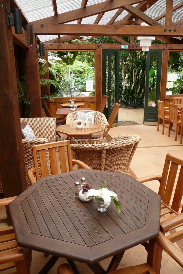 Caffè esterno del giardino fotografie stock