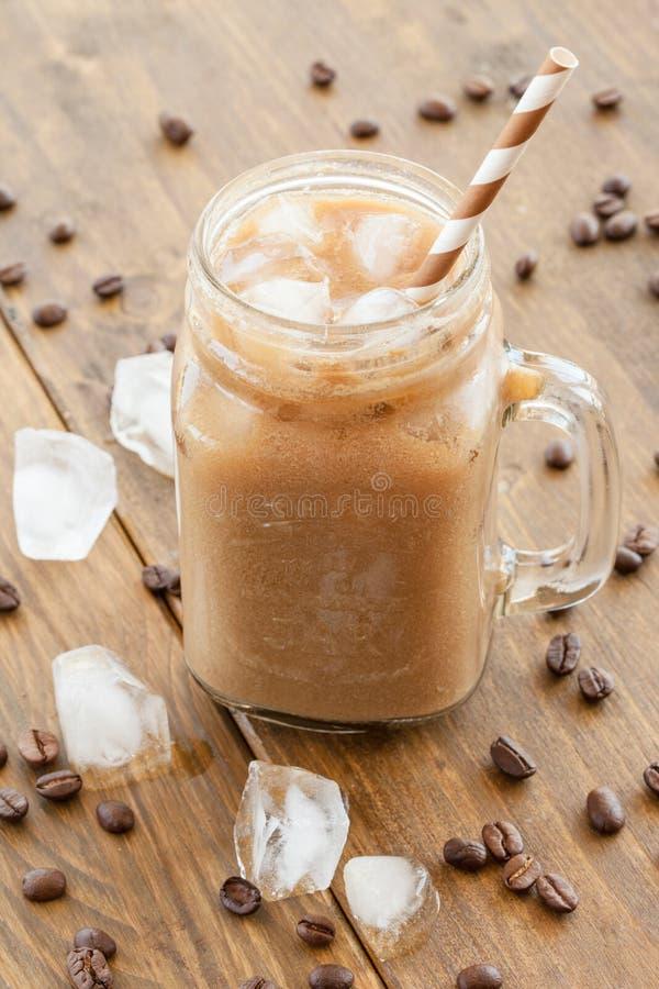 Caffè ghiacciato in barattolo d'annata immagini stock
