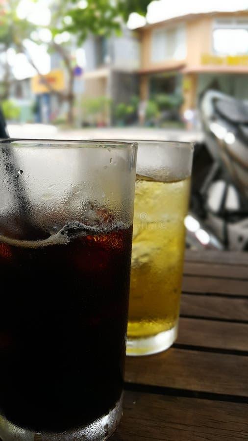 Caffè ghiacciato e tè ghiacciato nel Vietnam immagine stock