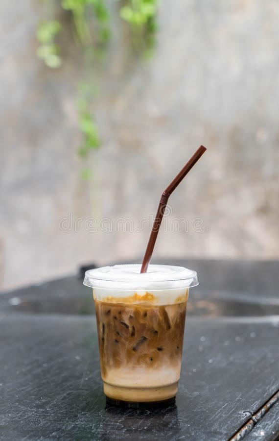 Caffè ghiacciato sulla tavola fotografie stock