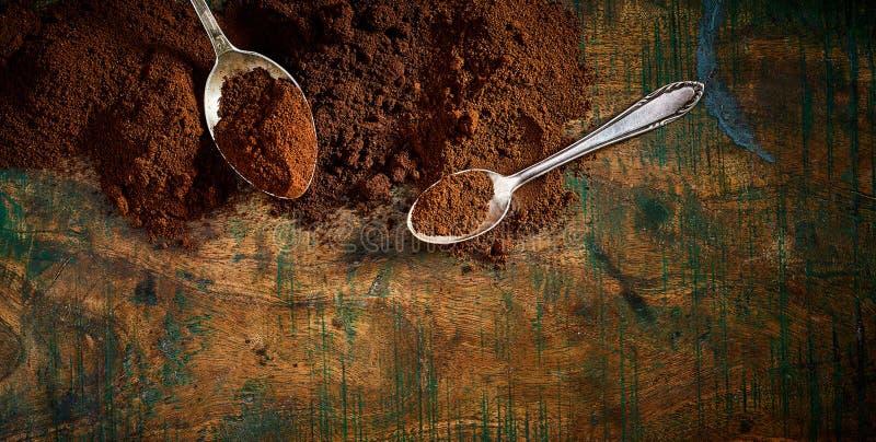 Caffè medio e pieno di recente a terra dell'arrosto fotografia stock libera da diritti