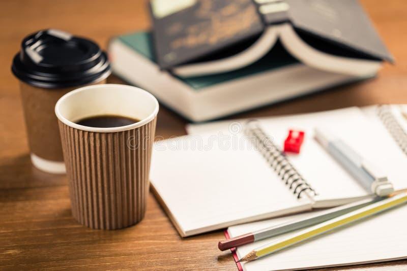 Caffè nella scrittura del tempo fotografia stock