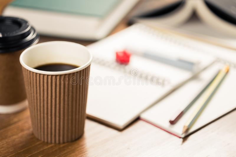 Caffè nella scrittura del tempo fotografie stock libere da diritti