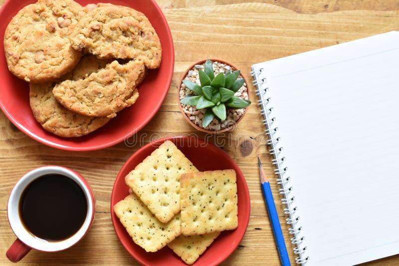 Caffè nero e biscotto di vista superiore immagine stock libera da diritti