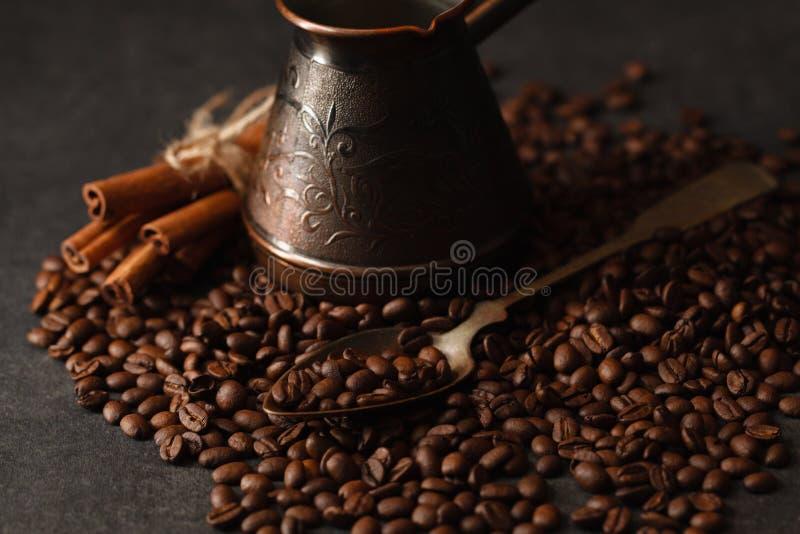 Caffè nero sulla tavola fotografia stock