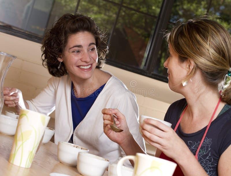 Caffè sorridente Tatser fotografie stock libere da diritti