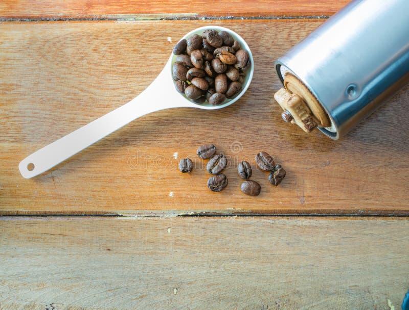 Caffè su priorità bassa di legno immagini stock libere da diritti