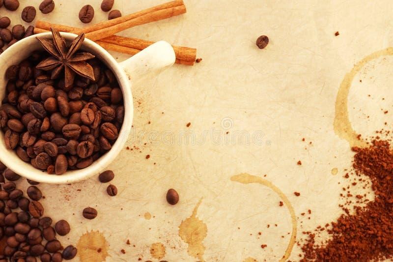 Download Caffè su vecchia carta fotografia stock. Immagine di alimento - 55365640