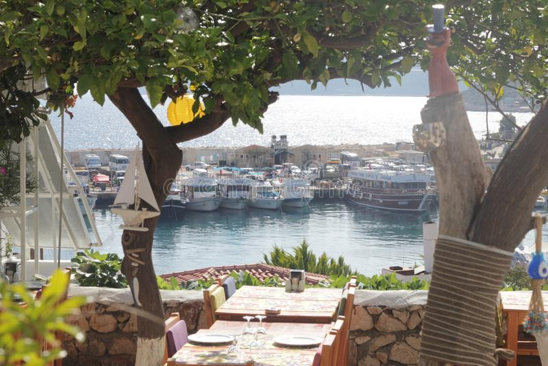 Caffè sulle rive del mar Mediterraneo fotografia stock libera da diritti