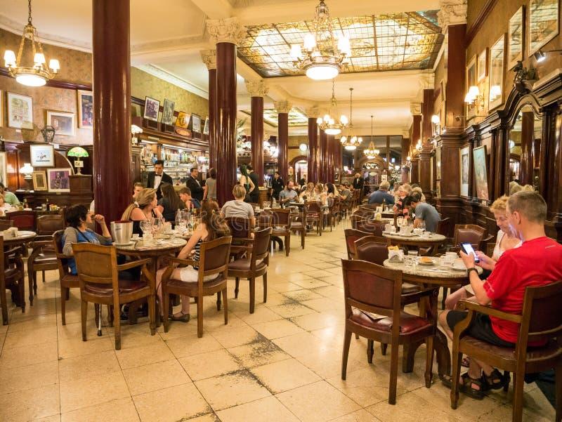 Caffè Tortoni nel centro urbano di capitale Buenos Aires, Argentina fotografia stock
