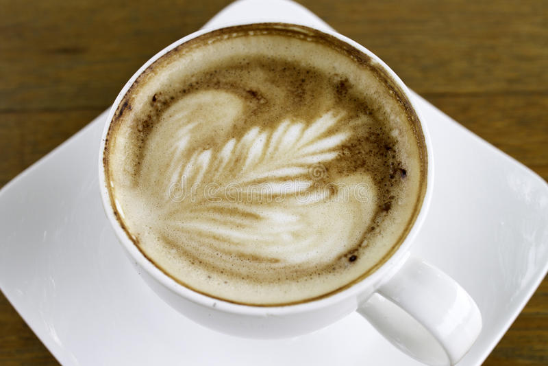 Caffè in una tazza ceramica bianca immagine stock libera da diritti