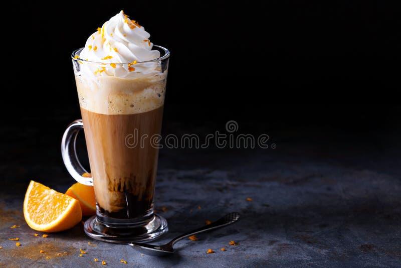 Caffè viennese caldo con panna montata fotografie stock
