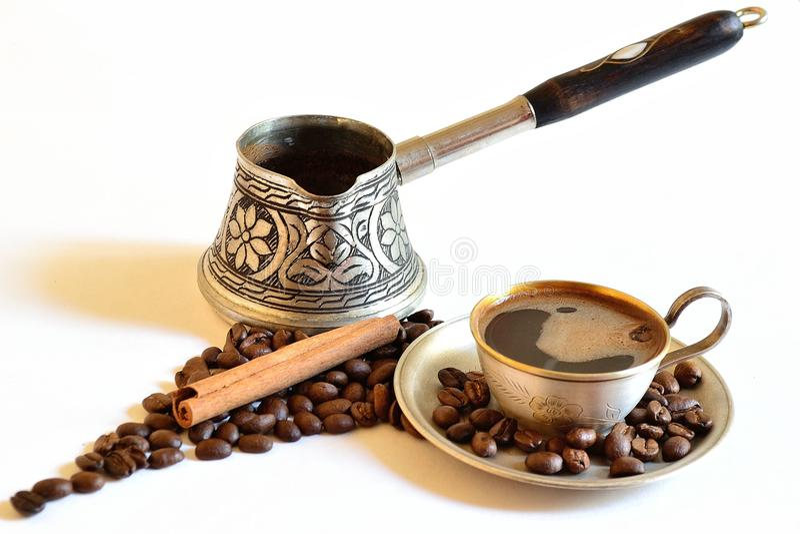 Caffe mit Zimt lizenzfreie stockfotografie