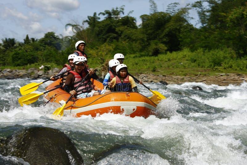 Cagayan de Oro用筏子运送水白色的菲律宾 免版税库存图片