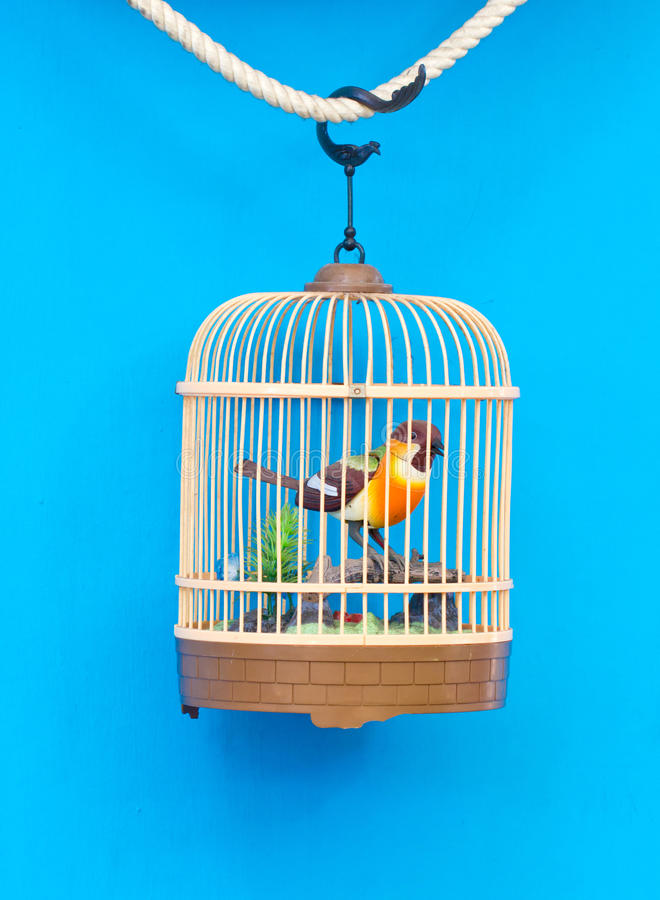 cage oiseaux avec l 39 oiseau color artificiel image stock image du libert animal 36482665. Black Bedroom Furniture Sets. Home Design Ideas