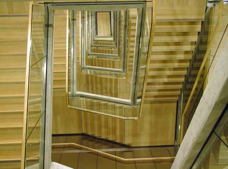 Cage d'escalier moderne de bâtiment image libre de droits