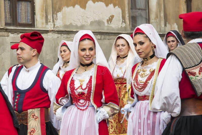 CAGLIARI, ITALIA - 1 de mayo de 2013: procesión religiosa de 357 ^ de Sant'Efisio - Cerdeña imagen de archivo libre de regalías
