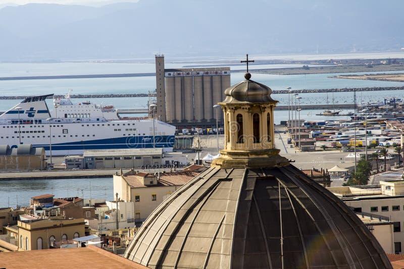 Cagliari: panorama della città - Sardegna fotografia stock libera da diritti
