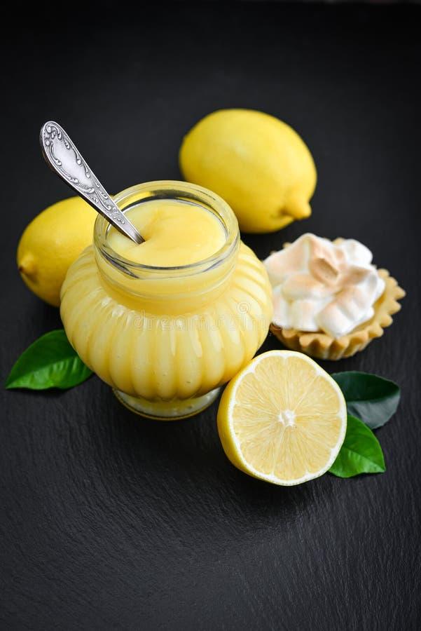 Cagliata di limone in barattolo immagini stock