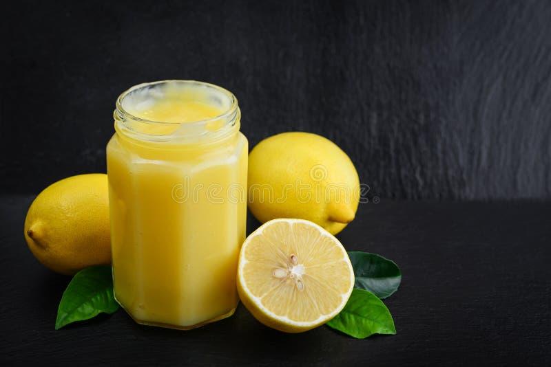 Cagliata di limone in barattolo fotografia stock libera da diritti