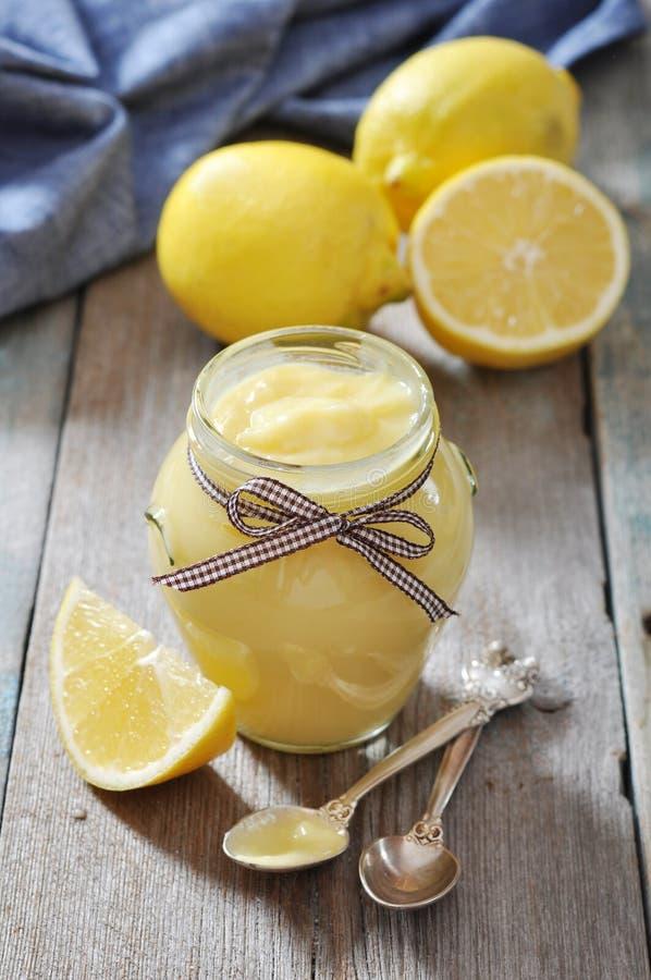 Cagliata di limone in barattolo di vetro fotografia stock