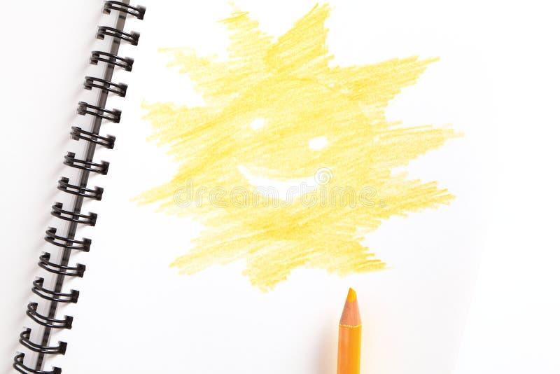 Cahier avec le crayon jaune image libre de droits