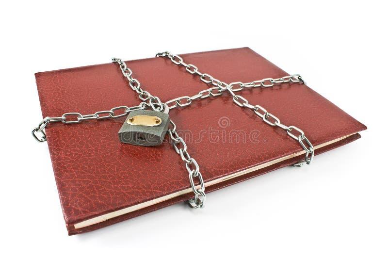 Cahier rouge avec le cadenas et le réseau image libre de droits