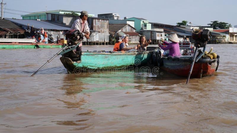Cai звенел плавая перепад Меконга рынка в Can Tho Вьетнаме стоковое фото