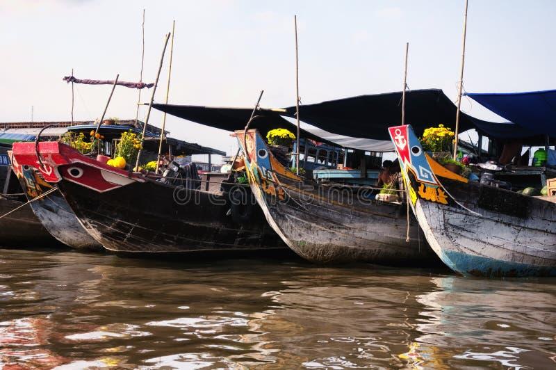 Cai Be södra Vietnam som svävar marknaden arkivbilder
