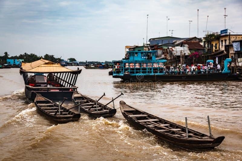 Cai Be som svävar marknaden, Mekong delta, Vietnam fotografering för bildbyråer