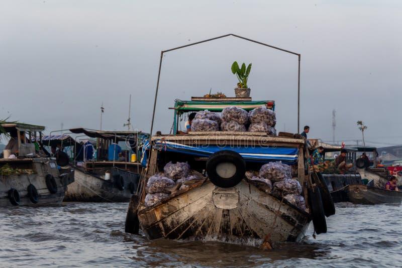 Cai Rang grossist som svävar marknadsdeltan Mekong Vietnam arkivfoton