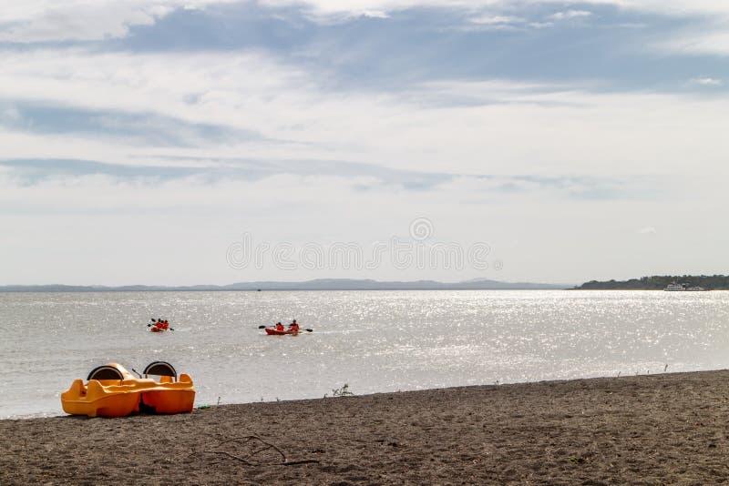 Caiaque no lago de Nicarágua no verão foto de stock