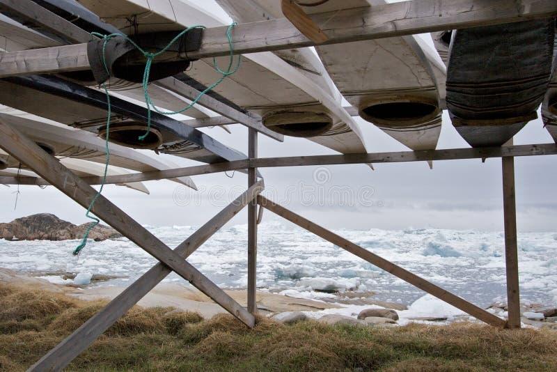 Caiaque pelo mar fotografia de stock royalty free