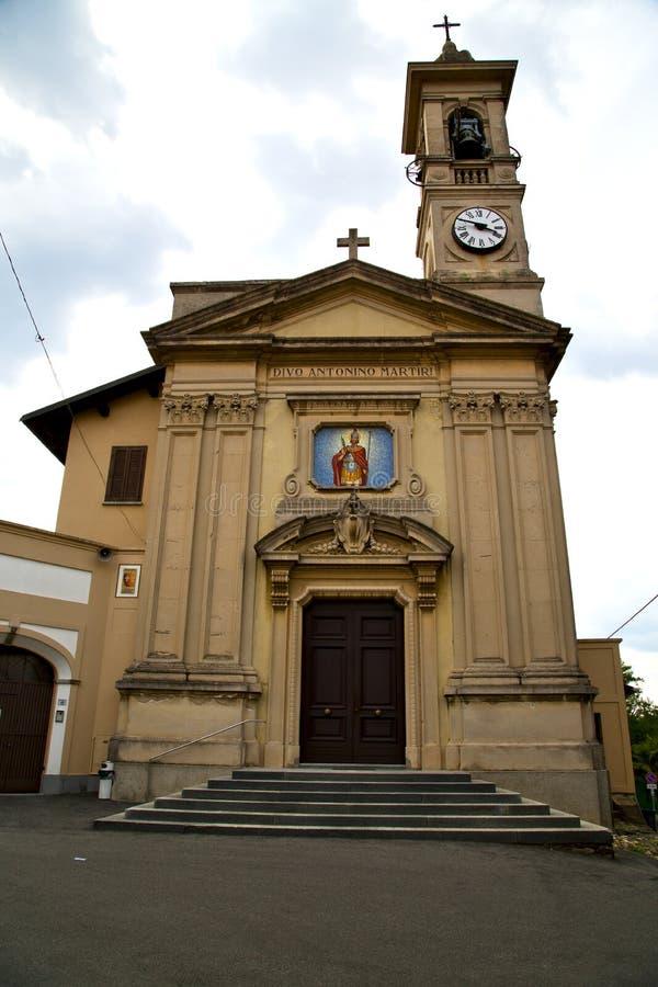 Download Caiello Италия церков часы и колокольня окна Стоковое Фото - изображение насчитывающей решетка, bush: 41653614