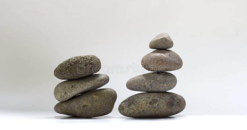 Caillou d'équilibre de deux groupes image stock