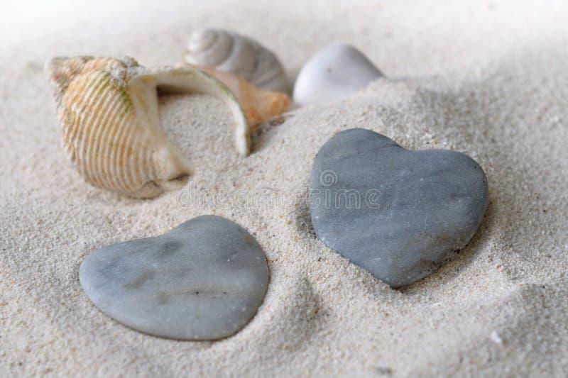cailloux de coeur formés image stock