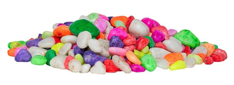 Cailloux multicolores pour un aquarium d'isolement sur un fond blanc image stock