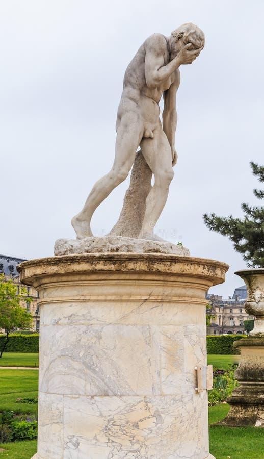 Caino, che ha ucciso suo fratello Abel Scultura nel parco del Tuileries parigi immagine stock
