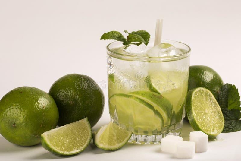 Caipirinha - cocktail nacional brasileiro do ` s feito com cachaca, SU fotografia de stock royalty free