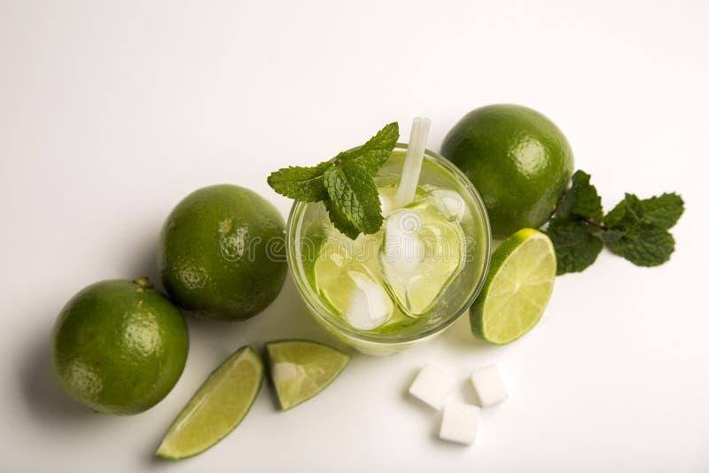 Caipirinha - cocktail nacional brasileiro do ` s feito com cachaca, SU fotos de stock