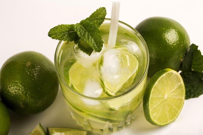 Caipirinha - cocktail nacional brasileiro do ` s feito com cachaca, SU imagem de stock royalty free