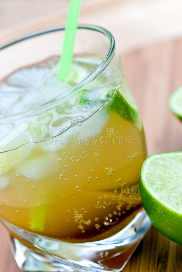 Caipirinha - Nationale Cocktail van Brazilië wordt gemaakt dat met royalty-vrije stock afbeeldingen