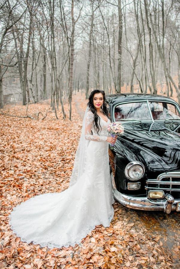Cair preto longo das ondas do bride& x27; cabeça de s imagens de stock royalty free