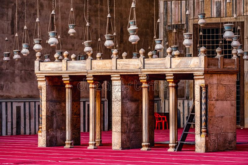 18/11/2018 Cairo, Egypt, interior of the main hall for the prayers of the ancient and largest mosque in Cairo with many elements. Of oriental design stock photos