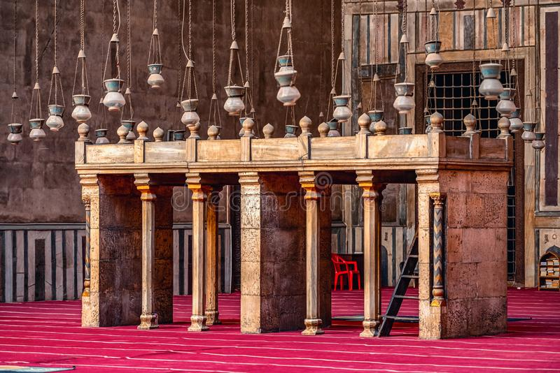 18/11/2018 Cairo, Egypt, interior of the main hall for the prayers of the ancient and largest mosque in Cairo with many elements. Of oriental design stock photography