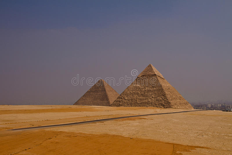 cairo pyramider royaltyfri bild