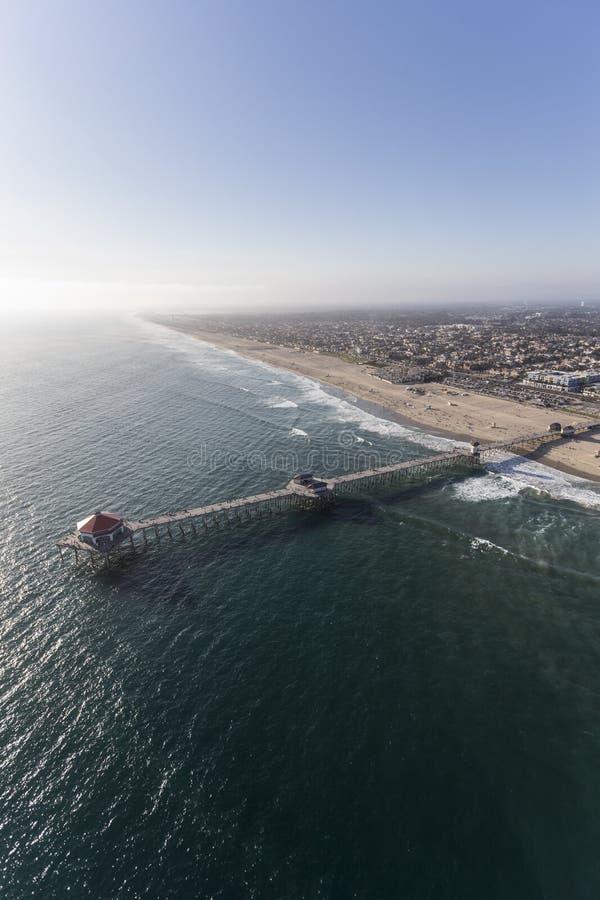 Cais aéreo do Huntington Beach em Califórnia imagens de stock royalty free
