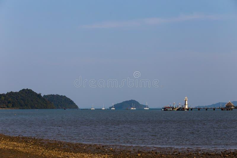 Cais Bong Bao da vila dos pescadores, Ko Chang, Tailândia, em abril de 2018 imagens de stock royalty free