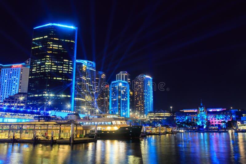 Cais circular, Sydney, Austrália, iluminada acima para 'o festival de Sydney vívido ' imagem de stock